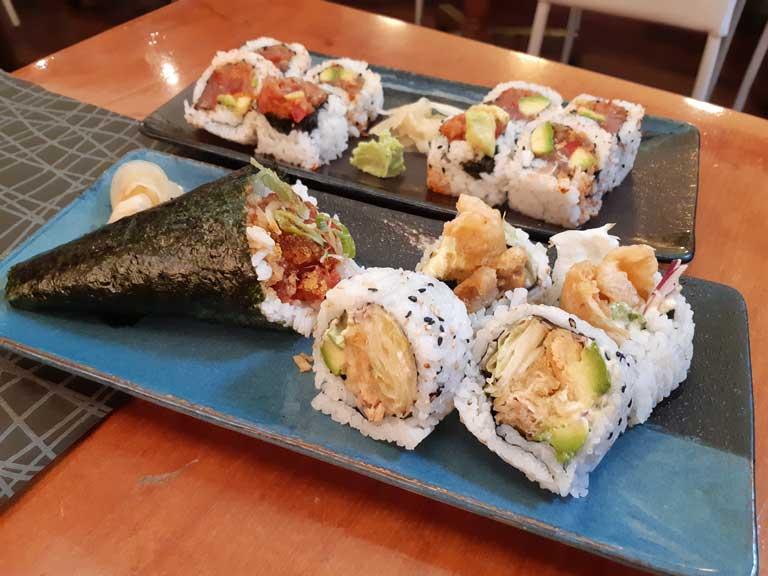 Temako tofu croc e uramaki tonno e salmone