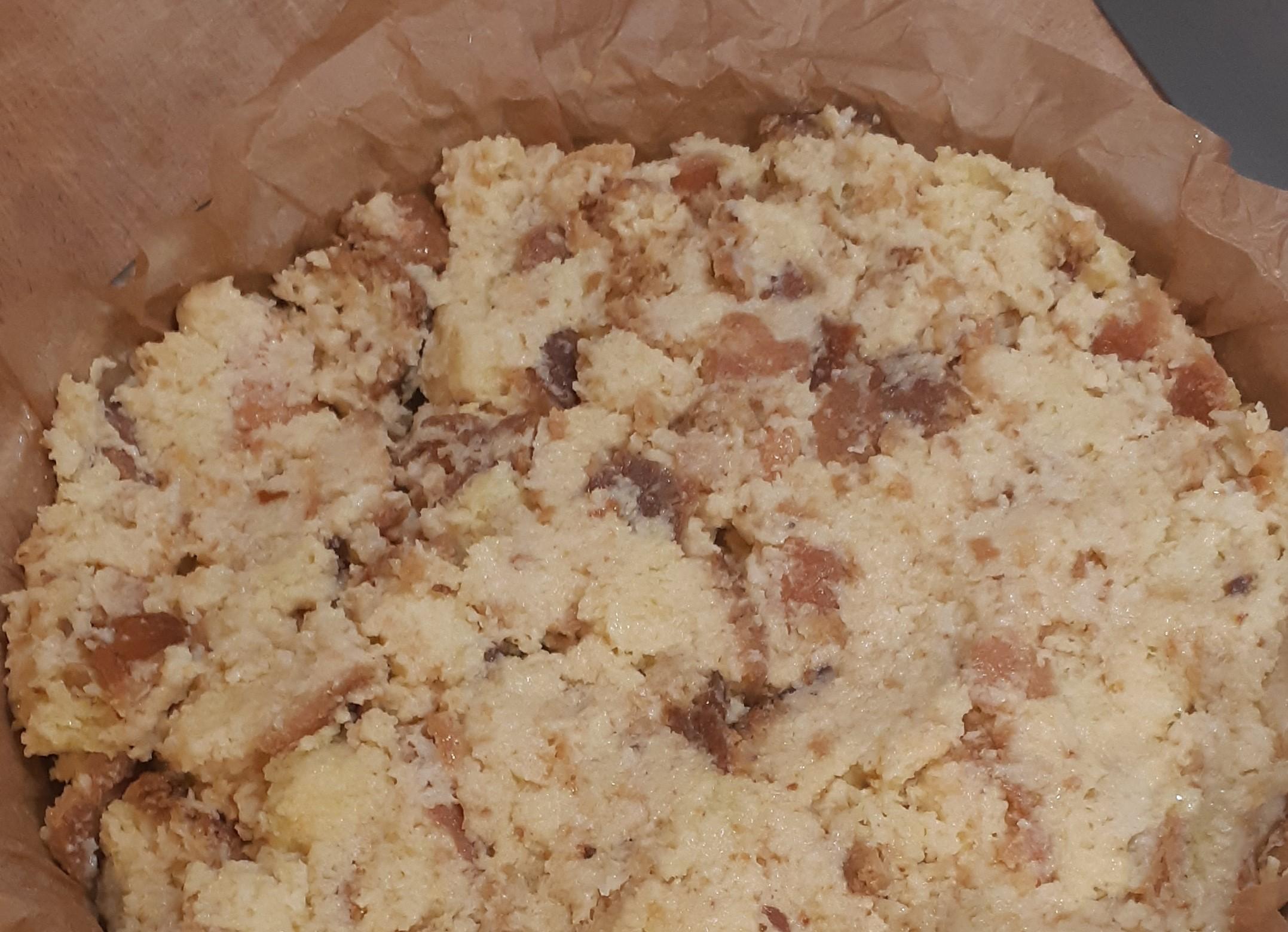 pane schiacciato in teglia per pizza di pane raffermo