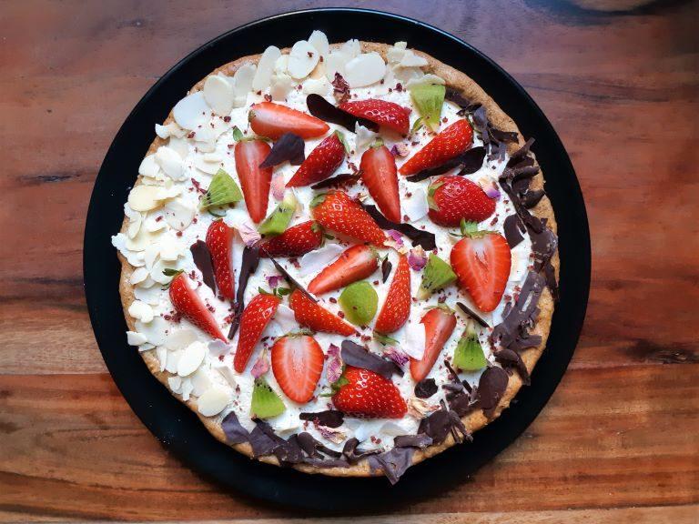 crostata con crema di vaniglia e frutta vegana